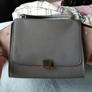 Reselling celine trapeze